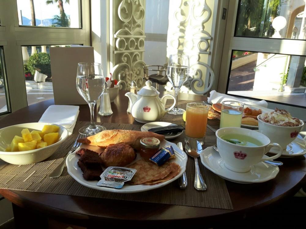 Petit-dejeuner-Carlton
