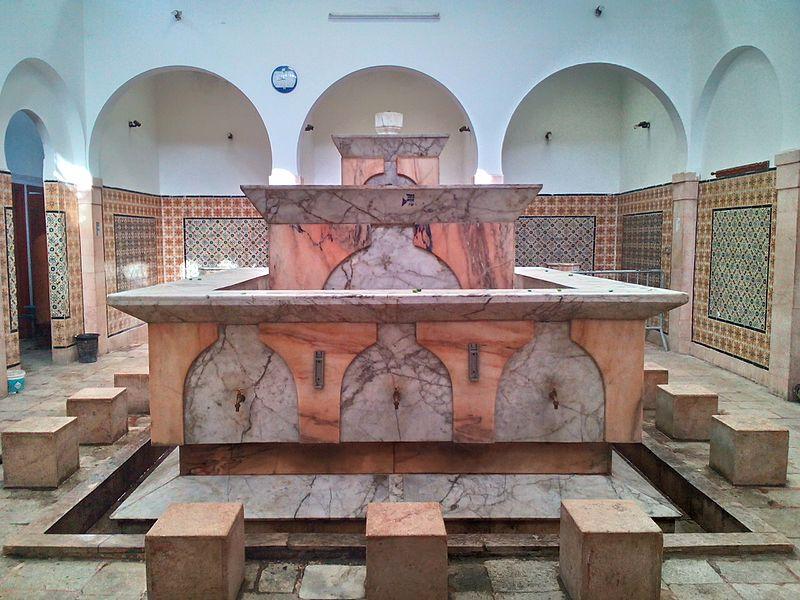 800px-Les_bassins_à_ablutions_de_la_mosquée_Zitouna_photo1_قاعة_الوضوء_التابعة_لجامع_الزيتونة